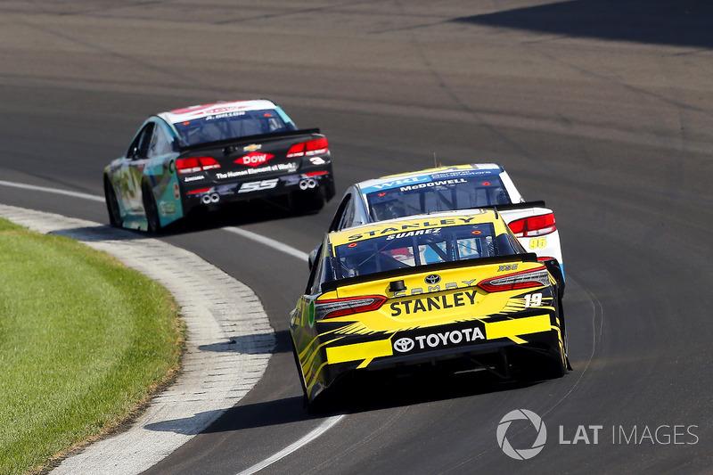 Daniel Suárez, Joe Gibbs Racing Toyota, Michael McDowell, Leavine Family Racing Chevrolet, Austin Dillon, Richard Childress Racing Chevrolet