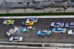 Trevor Bayne, Roush Fenway Racing Ford, Austin Dillon, Richard Childress Racing Chevrolet wreck