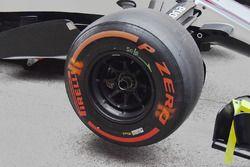Williams FW40 front wheel detail