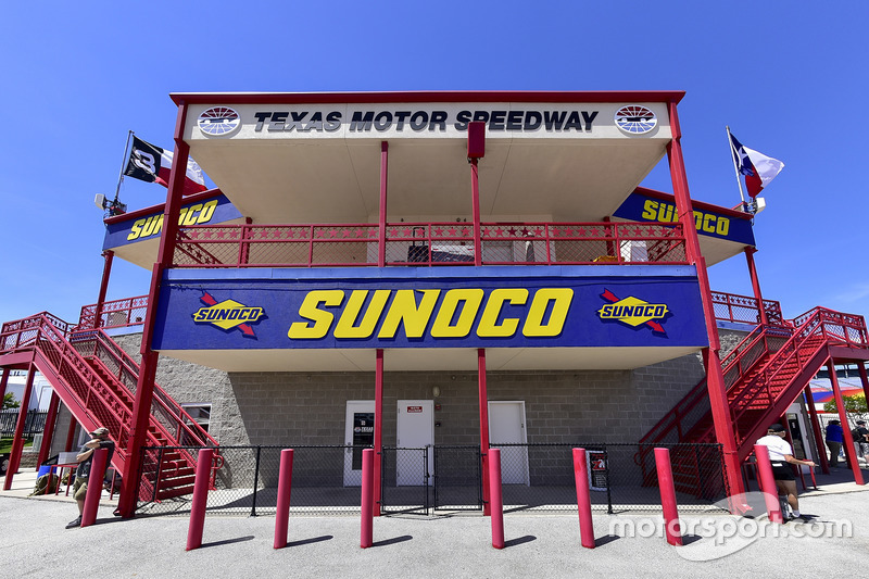 Rear view of Sunoco victory lane