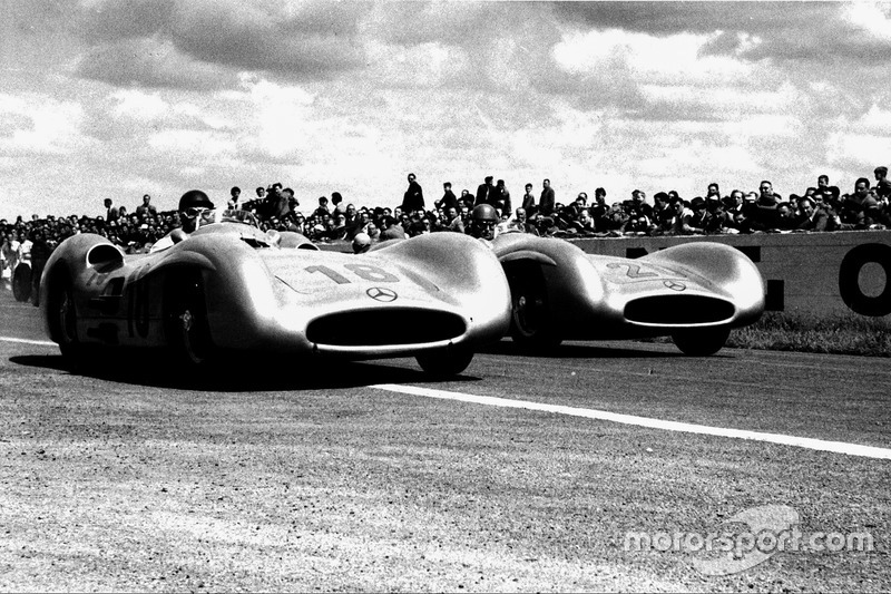 7. 1954 French GP - Juan Manuel Fangio vs Karl Kling (0.1 seconds)
