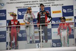 Carrera 3 podio novatos: Leonardo Lorandi (Baithech Srl ,Tatuus F.4 T014 Abarth #11), Felipe Branqui