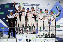 Podyum LMP1: Yarış galibi Anthony Davidson, Sébastien Buemi, Kazuki Nakajima, Toyota Gazoo Racing, 2. Mike Conway, Kamui Kobayashi, Toyota Gazoo Racing, 3. Timo Bernhard, Earl Bamber, Brendon Hartley, Porsche Team