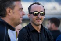 Robert Kubica avec Mario Isola, Pirelli sur la grille
