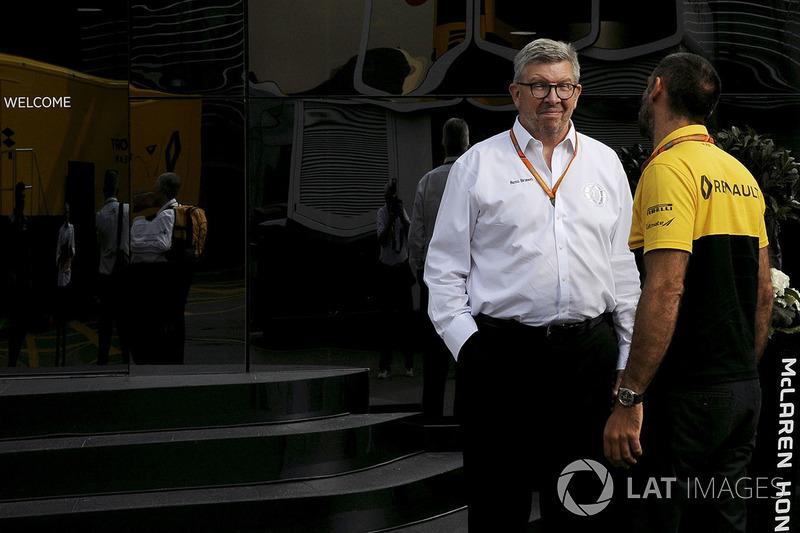 Росс Браун, керуючий директор Motor Sports F1, Сіріль Абітебуль, виконавчий директор Renault Sport F1, у моторхуомі McLaren