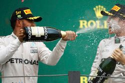Lewis Hamilton, Mercedes AMG F1 y Nico Rosberg, Mercedes AMG F1 en el podium