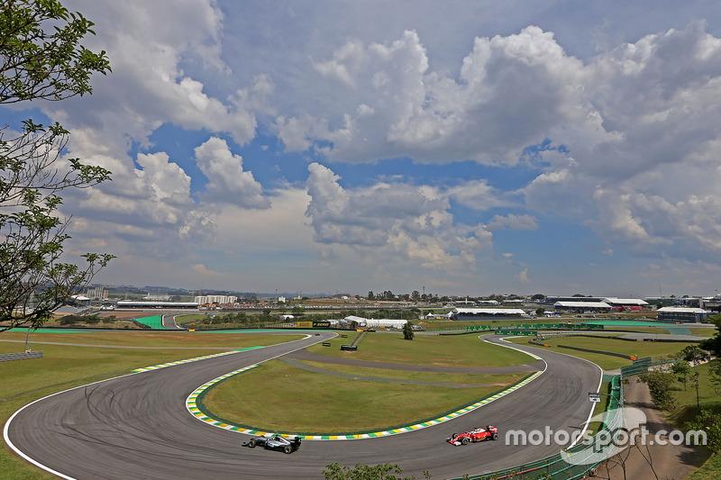 Lewis Hamilton, Mercedes AMG F1; Sebastian Vettel, Scuderia Ferrari