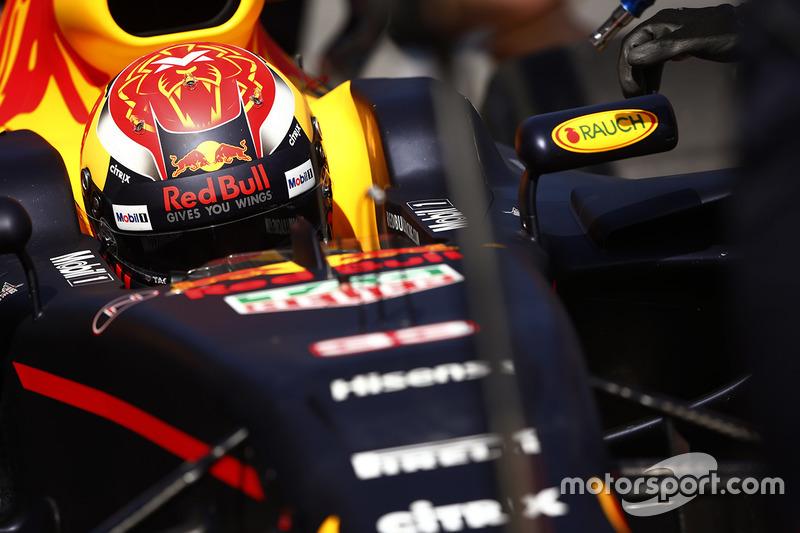 A Red Bull não conseguiu acompanhar o ritmo e o melhor piloto do time foi Max Verstappen, que larga em quinto, a mais de 1s2 do pole.