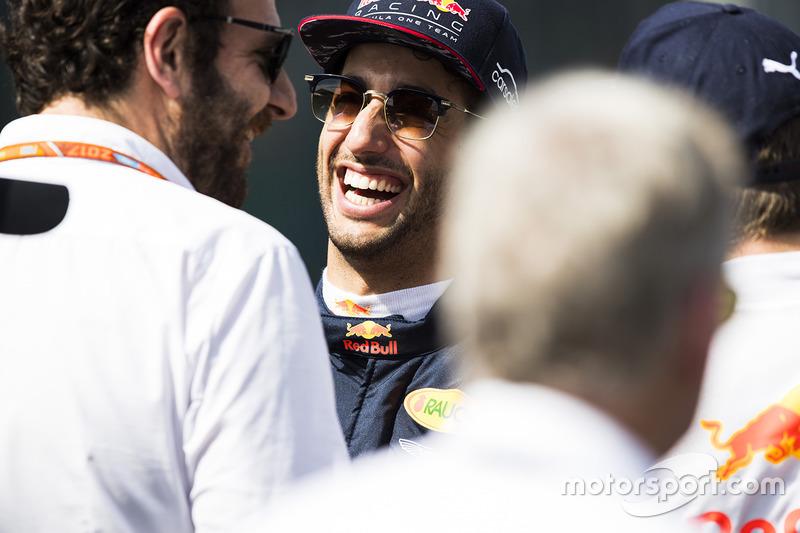 Daniel Ricciardo, Red Bull Racing, Matteo Bonciani, Jefe de comunicaciones de la F1 y delegado de medios de comunicación de la FIA