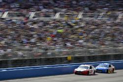 Brad Keselowski, Team Penske, Ford; David Ragan, Front Row Motorsports, Ford