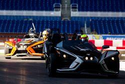 Gabby Chaves guida la Polaris Slingshot SLR