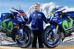 Movistar Yamaha MotoGP Team Director Massimo Meregalli with the 2016 Yamaha YZR-M1s of Jorge Lorenzo and Valentino Rossi, Yamaha Factory Racing