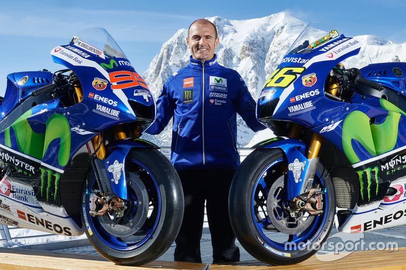 Movistar Yamaha MotoGP Teamdirektor Massimo Meregalli mit den Bikes von Jorge Lorenzo und Valentino Rossi, Yamaha Factory Racing