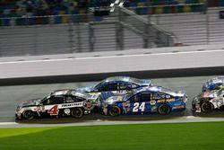 Kevin Harvick, Stewart-Haas Racing Chevrolet; Chase Elliott, Hendrick Motorsports Chevrolet