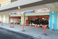 Garaje del equipo Mahindra Racing