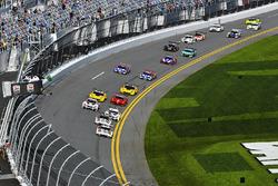 Старт: Ник Тэнди, Патрик Пиле и Кевин Эстре, #911 Porsche Team North America Porsche 911 RSR и Микаэ