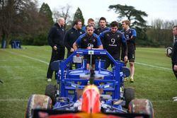 Une Red Bull contre une équipe de rugby