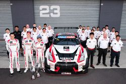 Segundo lugar Rick Kelly, Katsumasa Chiyo, Florian Strauss, Nissan Motorsports