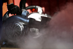 Des mécaniciens de Red Bull Racing prépare le refroidissement de la voiture Max Verstappen, Red Bull Racing