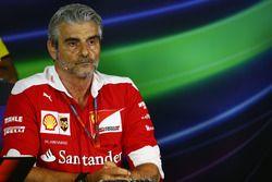 Maurizio Arrivabene, Ferrari Jefe de equipo en la Conferencia de prensa FIA