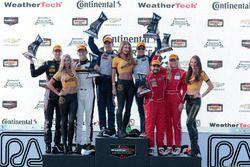 GTD podium: ganadores, Jeroen Bleekemolen, Ben Keating, Riley Motorsports, segundo, Patrick Lindsey,