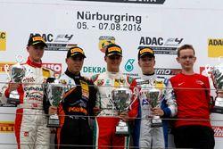 Podio: ganador de la carrera Mick Schumacher, Prema Powerteam; 2. Joseph Mawson, Van Amersfoort Raci