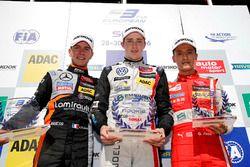 Premiazione Rookie: il secondo classificato Anthoine Hubert, Van Amersfoort Racing, Dallara F312 - M