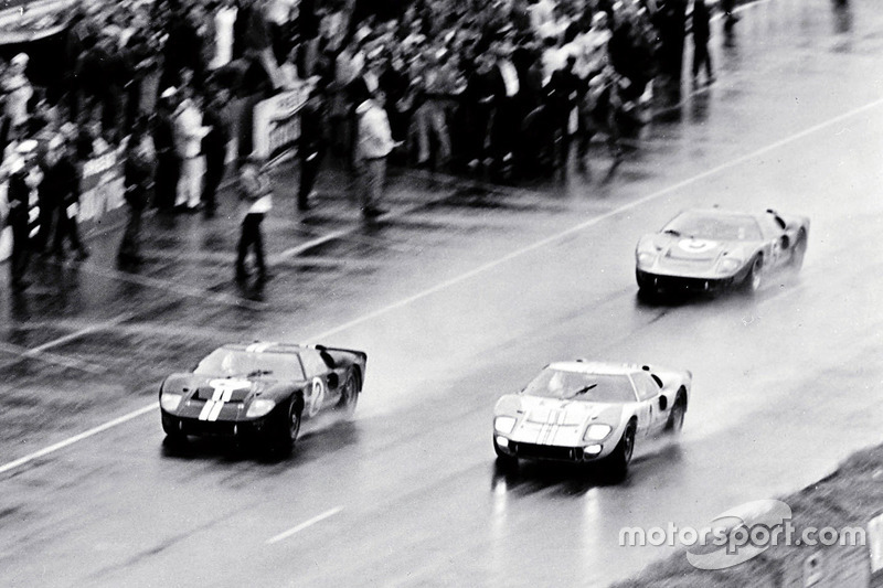 #2 Ford GT-40 Mark II: Bruce McLaren dan Chris Amon