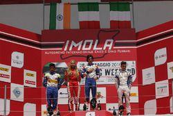 Rookie podium: Kush Maini, Fabienne Wohlwend, Lorenzo Colombo en Simone Cunati