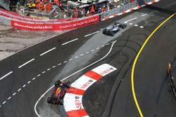 Lewis Hamilton, Mercedes AMG F1 W07 Hybrid, devant Daniel Ricciardo, Red Bull Racing RB12