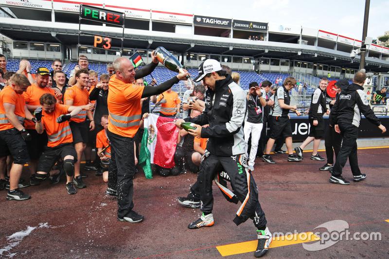 El equipo de Sahara Force India F1 celebra el tercer puesto para Sergio Pérez y sexto para Nico Hulk