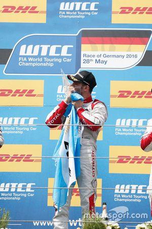 Podium: José María López, Citroën World Touring Car Team, Citroën C-Elysée WTCC
