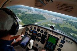 Mendekati Charlotte Motor Speedway untuk fly-over