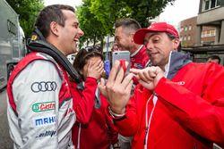 Audi Sport Team Joest: Benoit Tréluyer, race engineer Leena Gade and Andre Lotterer try a selfie th
