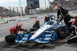 Simon Pagenaud, Team Penske Chevrolet, pit actie