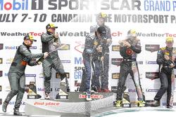 Podio: ganadores carrera #15 Multimatic Motorsports Mustang Boss 302R: Billy Johnson, Scott Maxwell,