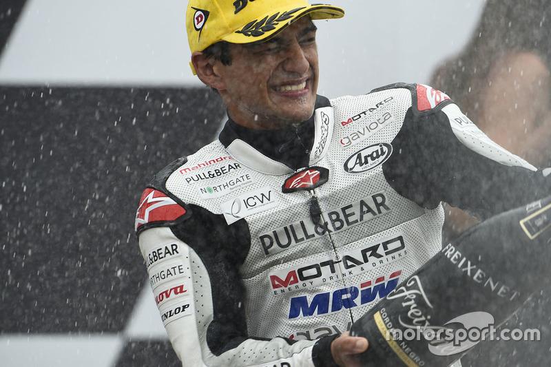 Podio: il secondo classificato Jorge Martin, Aspar Team Mahindra festeggia con lo champagne
