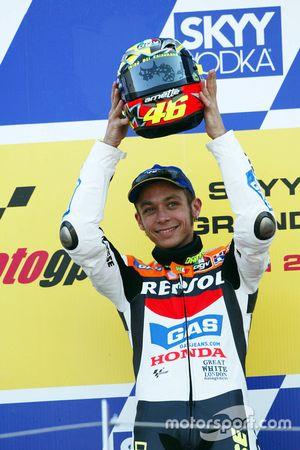 Valentino Rossi, Repsol Honda Team, fête sa victoire sur le podium