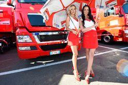 De charmantes gridgirls Ducati Team