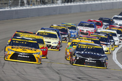Relance : Matt Kenseth, Joe Gibbs Racing Toyota, Carl Edwards, Joe Gibbs Racing Toyota lead