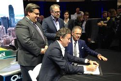 Alejandro Agag, CEO of Formula E signs the contract with Sylvain Vincent, Montréal c'est électrique president while Denis Coderre, Mayor of Montréal and Alexandre Taillefer, Honorary president are watching.