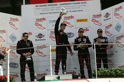 Podio Gara 1 Cayman: al secondo posto Riccardo Pera, Ebimotors, il vincitore Sabino Marco De Castro, Ebimotors, al terzo posto Mercatali-Ceccotto, Dinamic Motorsport