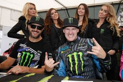 Andreas Bakkerud, Ken Block, Hoonigan Racing Division con chicas Monster