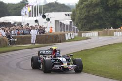 Эдриан Ньюи за рулем Scuderia Toro Rosso STR03