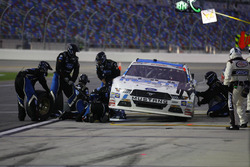Darrell Wallace Jr., Roush Fenway Racing Ford pit action