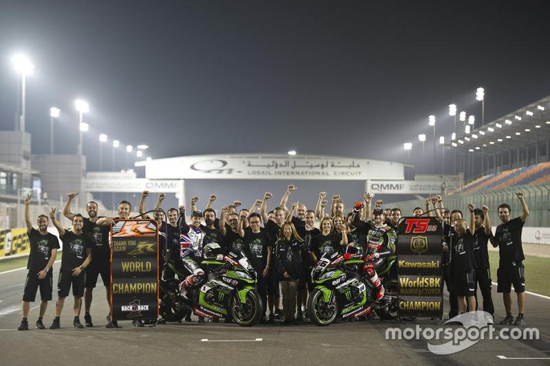 Jonathan Rea, Kawasaki Racing et Tom Sykes, Kawasaki Racing avec l'équipe