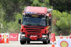 Kimi Raikkonen, Ferrari entrena como bombero en Malasia