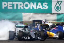 Startcrash: Nico Rosberg, Mercedes AMG F1 W07 Hybrid
