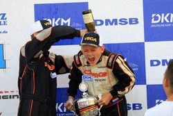 Sektdusche für DSKC-Champion Max Tubben