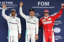 Qualifying top three in parc ferme (L to R): second place Lewis Hamilton, Mercedes AMG F1; Polesitte